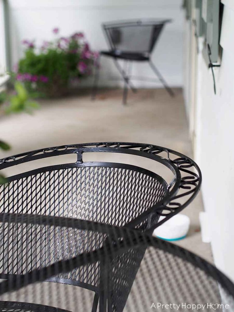 Outdoor Metal Dining Set Makeover With Spray Paint