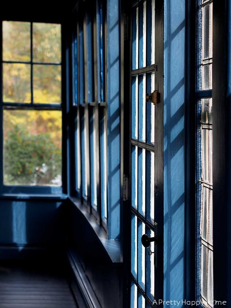 navy blue sunporch on the hunt for rocking chairs