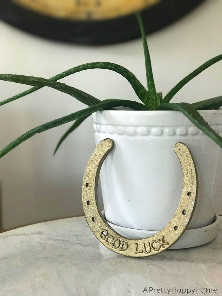 gold good luck horseshoe